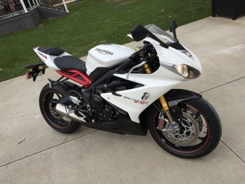 LIKE NEW 2015 Triumph Daytona 675R for sale